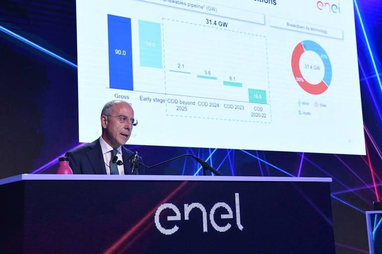 Alberto de Paioli, diretor financeiro da Enel, durante palestra em Milão, Itália
