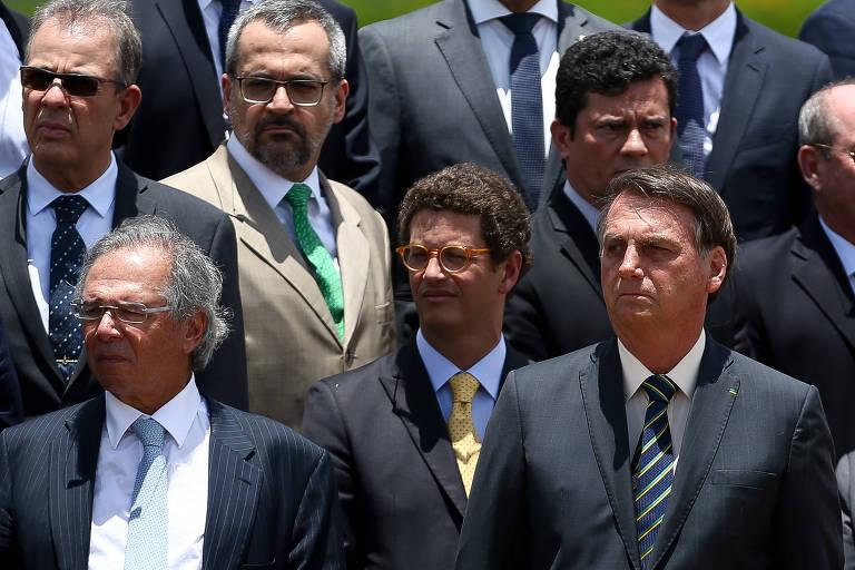 Ricardo Salles, ao centro, entre Paulo Guedes e Jair Bolsonaro