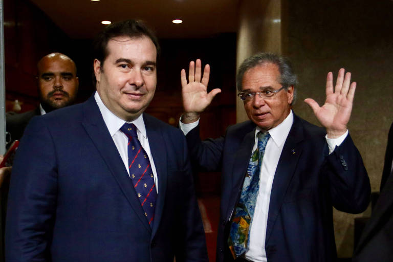 O presidente da Câmara, Rodrigo Maia, e o ministro da economia, Paulo Guedes, após a reunião em junho