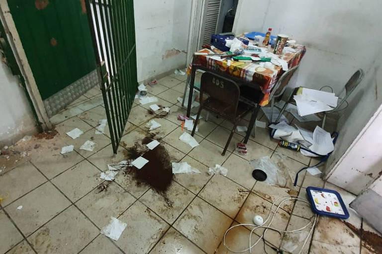 Sala do Ciep Maestro Francisco Mignone, Olaria, no Rio, após invasão no último dia 19