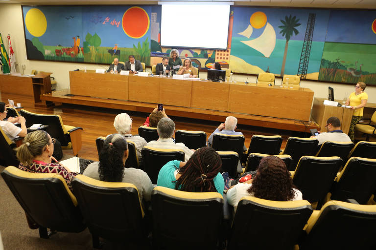 Gestores reunidos na Câmara Municipal de São Paulo