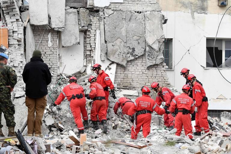 Equipes buscam vítimas após terremoto na Albânia; veja fotos de hoje