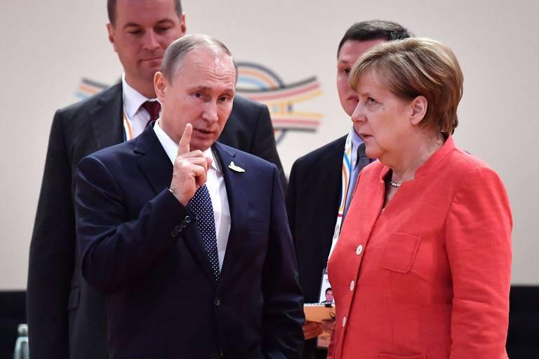 O presidente russo, Vladimir Putin, e a chanceler alemã, Angela Merkel, durante encontro do G20 em Hamburgo