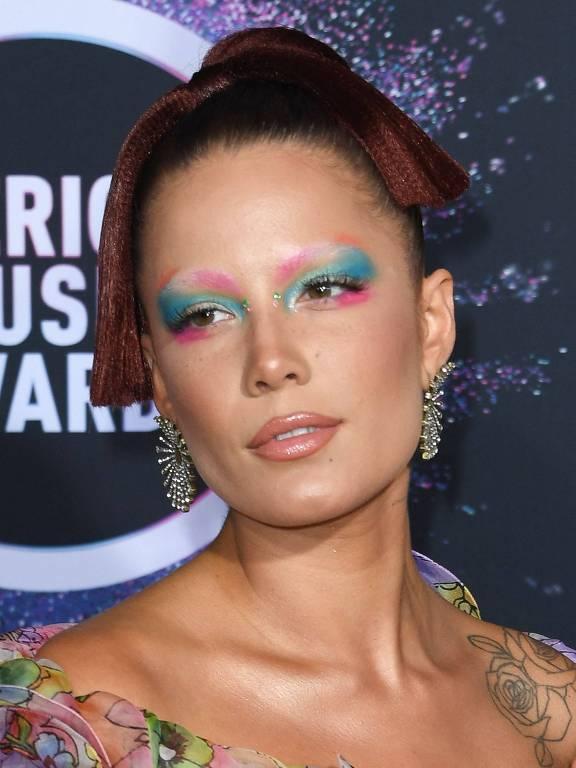 Veja as maquiagem das celebridades no American Music Awards 2019