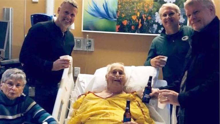 O que todos podem aprender com esta foto de idoso em seu leito de morte que viralizou