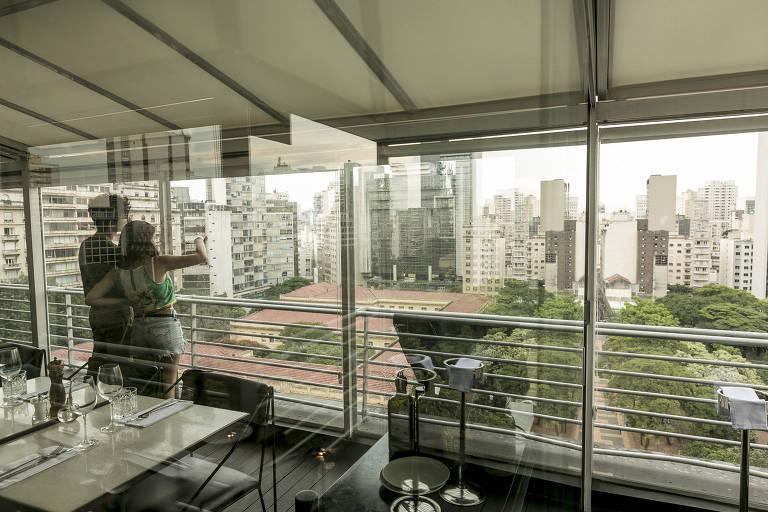 Vista do centro de São Paulo a partir do restaurante Esther Rooftop, na praça da República