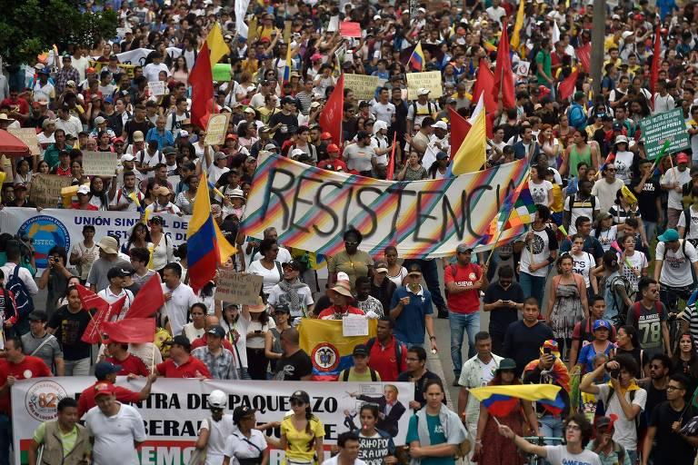 Milhares protestam pacificamente em segunda greve geral na Colômbia