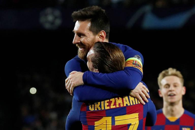 Messi comemora com Griezmann gol marcado contra o Dortmund pela Champions League