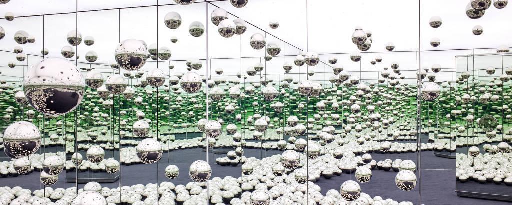 Instalação 'Let's Survive Forever', da japonesa Yayoi Kusama, que integra o acervo permanente do museu AGO, em Toronto