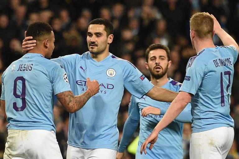 Jogadores do Manchester City comemoram gol pela Champions League