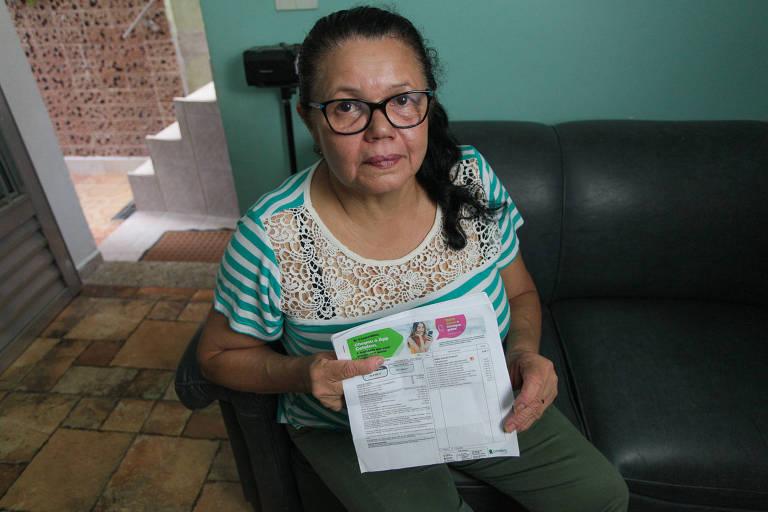 Leopoldina Menezes, do Jardim Porteira Grande (zona leste), afirma que realizou apenas uma compra, diretamente na loja; ela não reconhece as demais transações realizadas com o cartão