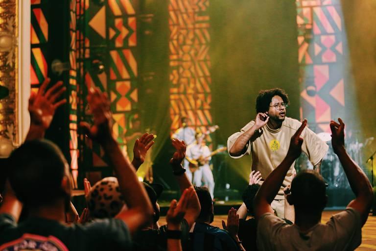 O rapper Emicida durante show no Theatro Municipal de São Paulo