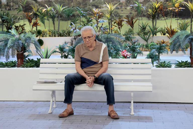 Carlos Alberto de Nóbrega prestou homenagem aos amigos na atração do SBT