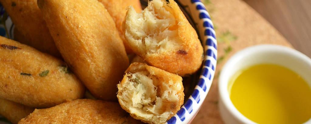Bolinho de bacalhau leva grandes quantidades do peixe e de batata