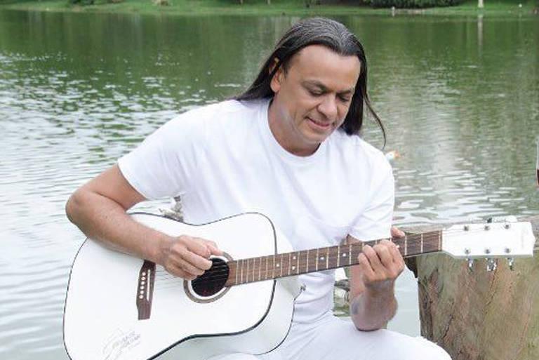 O cantor Frank Aguiar