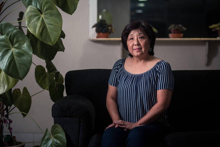 A matemática Sandra Yoshe Nade Coteco, 58, em sua casa, em São Bernardo do Campo
