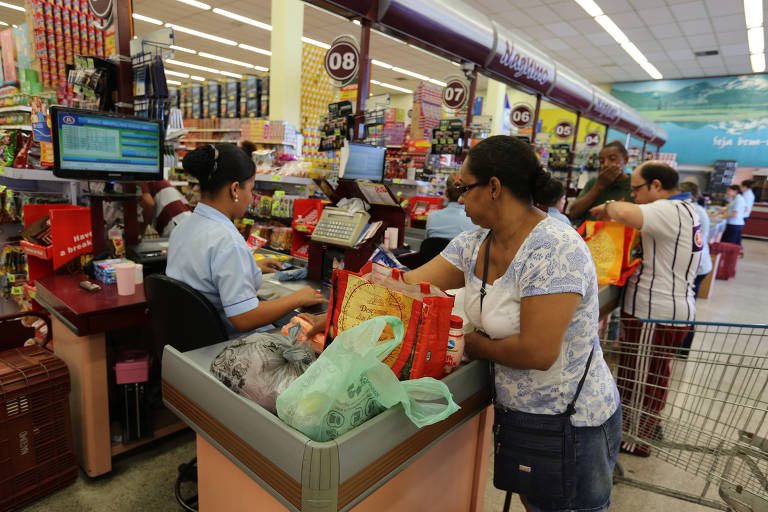 Supermercados dão descontos de cervejas a fraldas na Black Friday