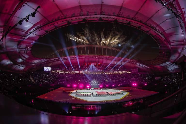 Cerimônia antes de partida da Copa do Golfo no estádio Khalifa, no Qatar