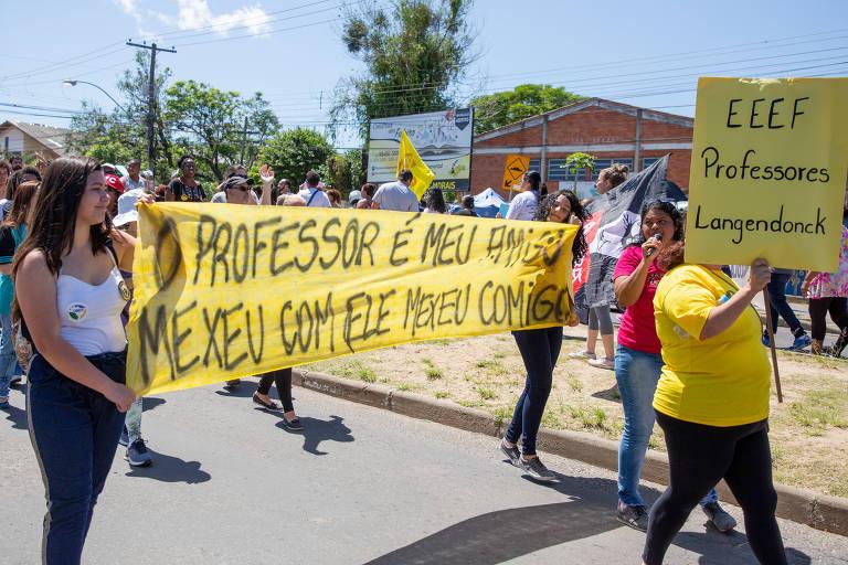 Alunos prestam solidariedade a professores na maior greve da categoria no RS