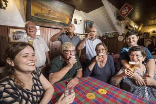 ***Especial Tripulantes do Navio Windhuk***Parentes e amigos dos tripulantes do navio Windhuk  se reunem no restaurante com mesmo nome (localizado em Moema) onde em dezembro fara 80 anos de quando  o navio alemao com seus tripulantes ficaram presos no Brasil por 3 anos devido a eclosao da Segunda Guerra Mundial. Da esq p dir:  Jessica Sporl, Sr Carlos Braak (de pe)  Nobert Lammers, Fco e Valfrido Krieger (de pe) Edith Schlote, Valesca Sporl e Caua