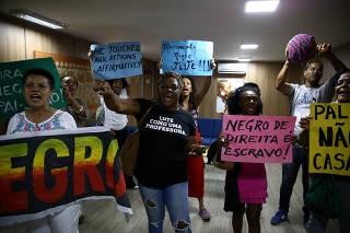 Ativistas protestam em frente à sede da Fundação Palmares, em Brasília