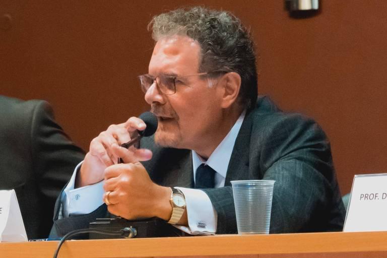 Antonio Rodrigues de Freitas Júnior - Professor de direito do trabalho e direitos humanos da Faculdade de Direito da USP,  um dos autores de 'O Centenário da Organização do Trabalho no Brasil' (ed. Virtualis) e ex-secretário Nacional de Justiça (2002, governo FHC)