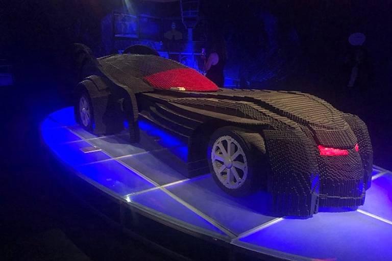 O Batmóve na mostra The Art of the Brick, que celebrou a história dos heróis da DC com peças de Lego