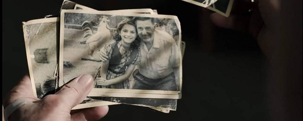 Fotografia antiga de Al Pacino com menina