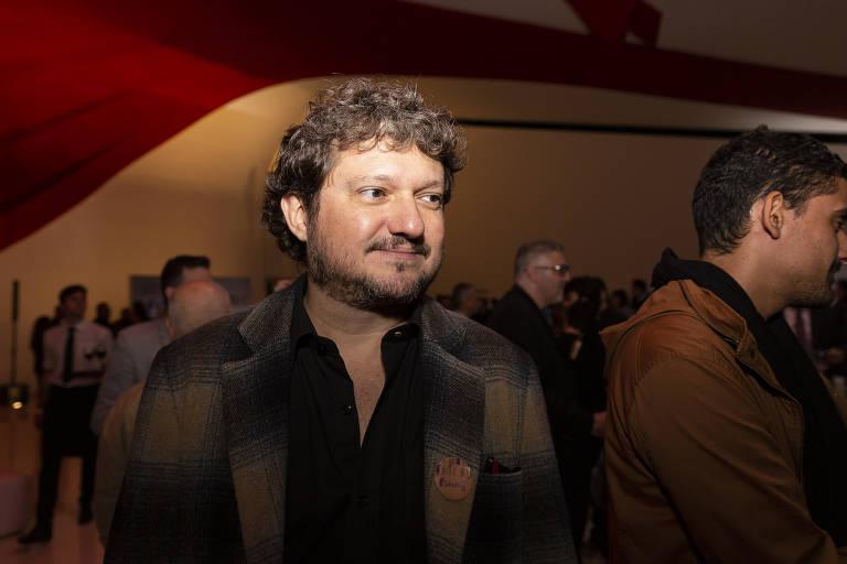 O poeta Fabrício Corsaletti no coquetel de entrega do 61º Prêmio Jabuti, no auditório Ibirapuera, em São Paulo, em novembro de 2019
