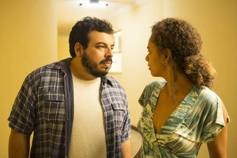 Luís Lobianco e Roberta Santiano na série Vítimas Digitais