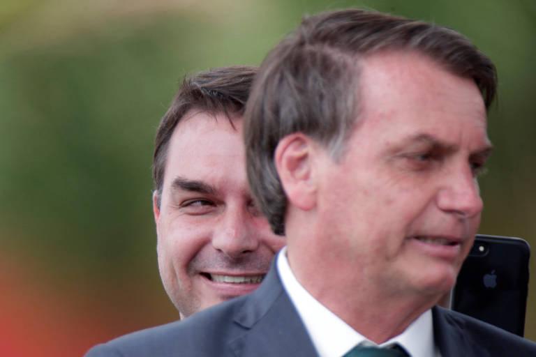 O senador Flávio Bolsonaro com Jair Bolsonaro, em evento de lançamento do partido Aliança pelo Brasil