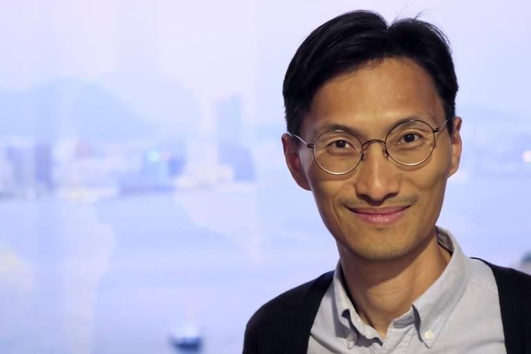 O deputado oposicionista Eddie Chu durante entrevista no Conselho Legislativo de Hong Kong, em 2019