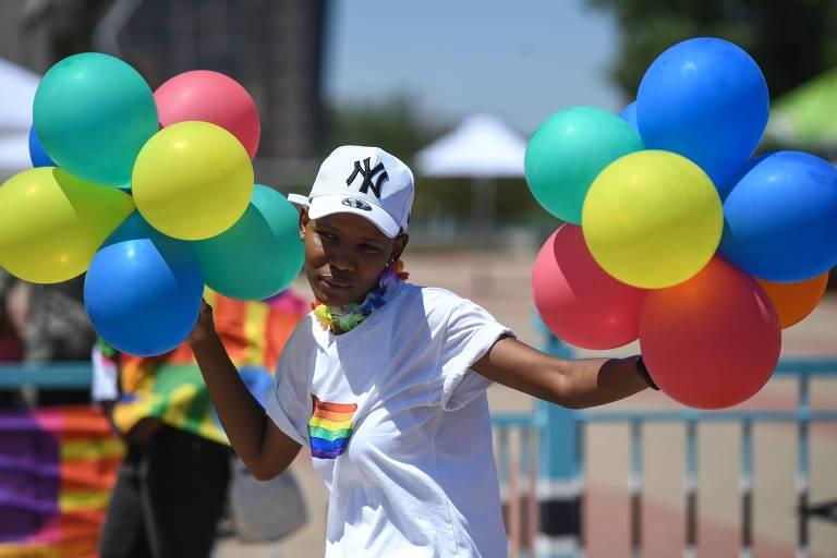 Mulher participa da 1ª Parada do Orgulho LGBTQ+ em Botsuana; veja fotos do dia