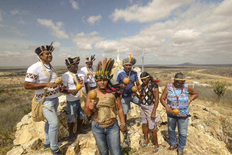 Índios pankará dançam o tore em suas terras pedindo protecao para que a usina nuclear não seja instalada