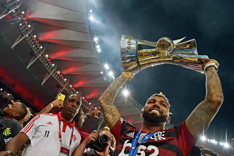 O artilheiro Gabriel comemora a conquista do título brasileiro do ano passado