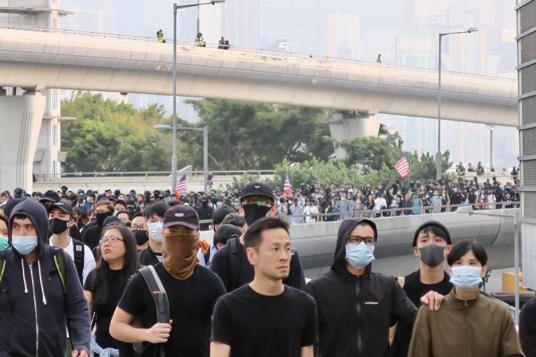 Manifestantes em Hong Kong, em dezembro