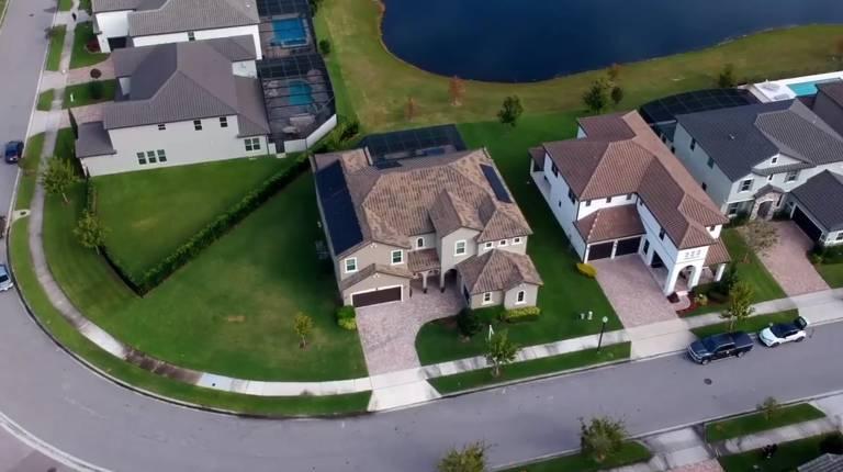 Conheça a mansão que Leandro Hassum está vendendo