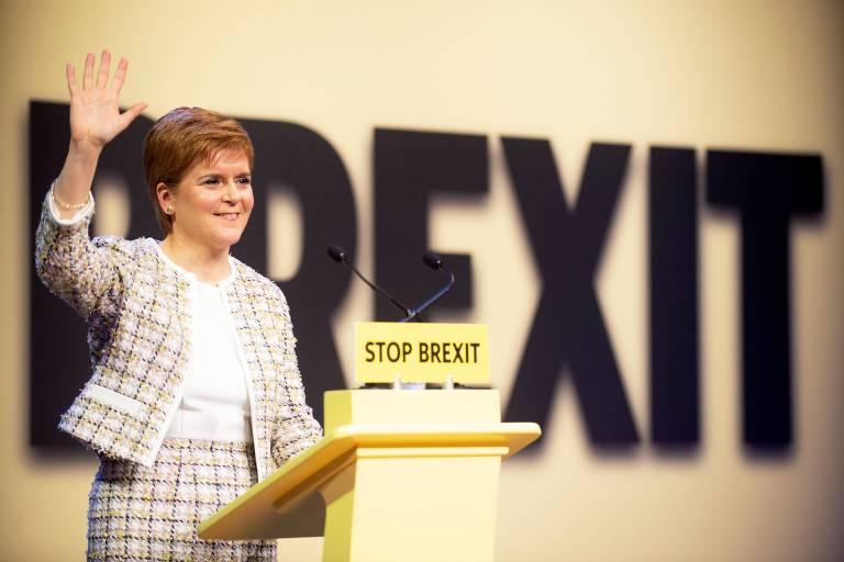 Nicola Sturgeon, primeira-ministra da Escócia, em lançamento de manifesto do Partido Nacional Escocês, em Glasgow