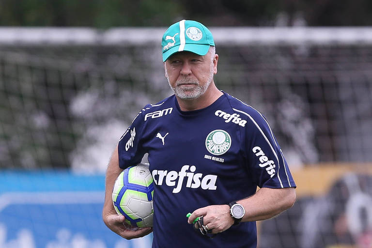 Mano Menezes durante treino do Palmeiras