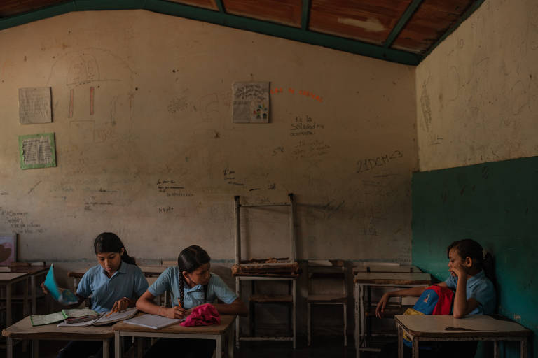 Estudantes desmaiam de fome em escolas primárias da Venezuela