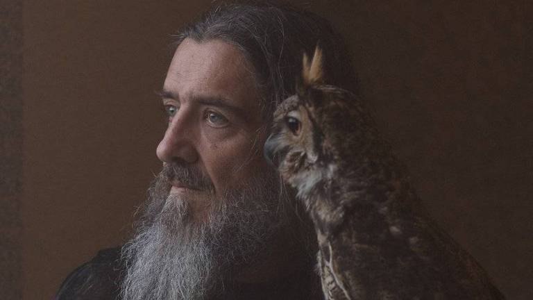 O treinador de animais e fotógrafo Wagner Ávila tem oito espécimes de rapina, entre elas um corujão-orelhudo