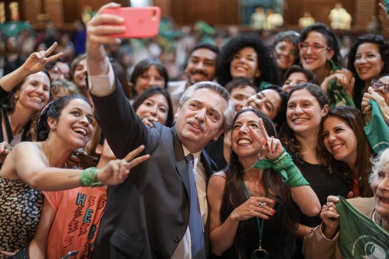 Jovens argentines compram a briga pela linguagem inclusiva