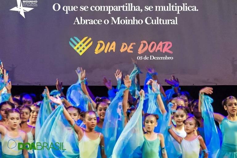 Com R$ 30 ou mais, o doador contribui para a composição de um ou mais figurinos das crianças de baixa renda que desejam dançar no espetáculo Moinho Concert 2019