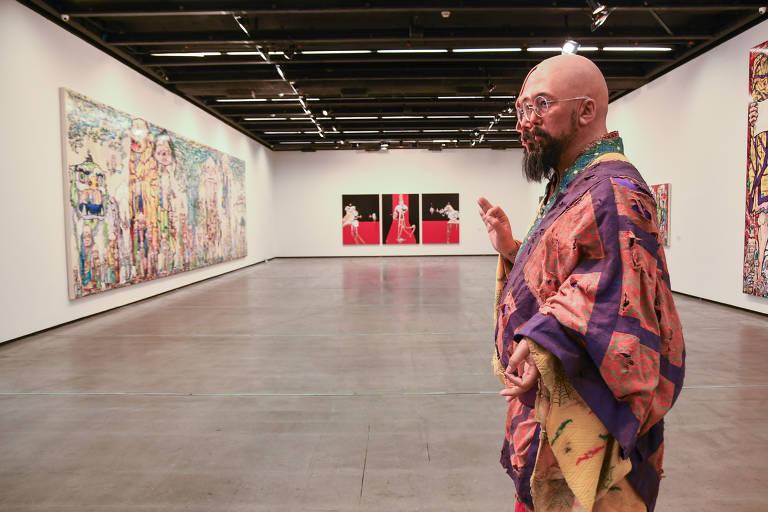 Artista japonês Takashi Murakami exibe obras que se equilibram entre o fofo e o bizarro, e entre o autoral e o comercial