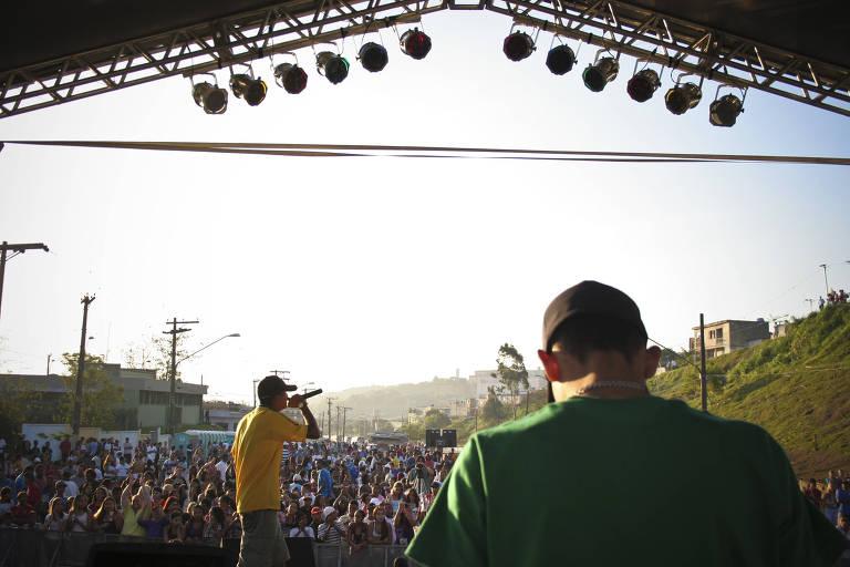 Público durante festival de funk em Cidade Tiradentes, criado por Renato Barreiros