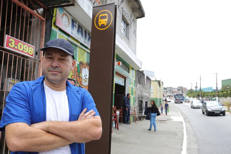 Flavio Pinhalbe, 45 anos, afirma que já reclamou na Secretaria de Mobilidade Urbana e na SPTrans, mas o seu pedido ainda não foi atendido