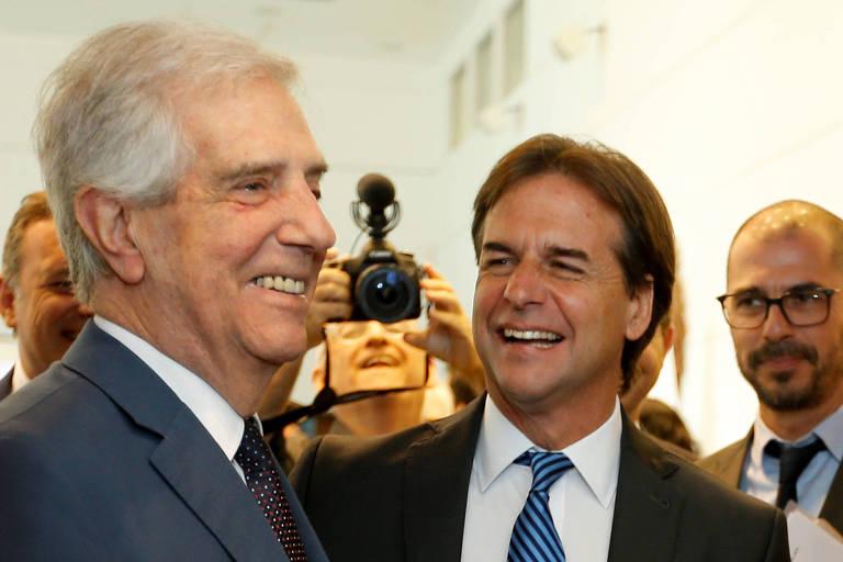O presidente Tabaré Vázquez e o presidente eleito, Luis Lacalle Pou, reúnem-se no primeiro encontro de transição da Presidência em Montevidéu, no Uruguai