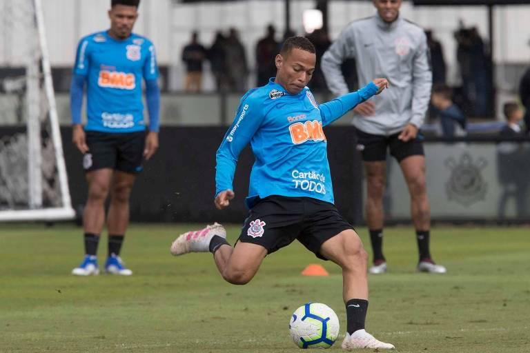 Janderson, de 20 anos, volta a ser titular do Corinthians contra o Ceará, no duelo que pode sacramentar a vaga na Libertadores para o Timão