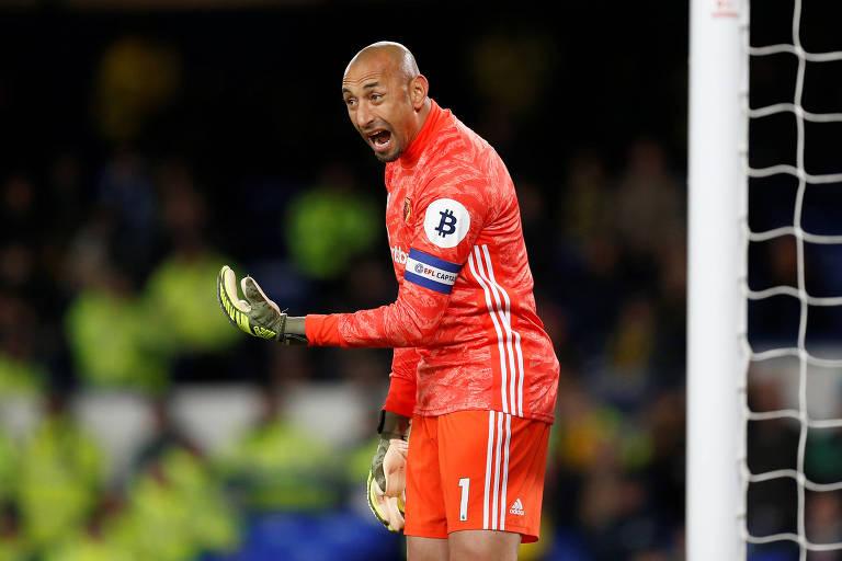 Aos 38 anos, o goleiro Gomes é o brasileiro mais velho em atividade na Premier League. Com passagem pelo Tottenham, ele defende o Watford desde 2014