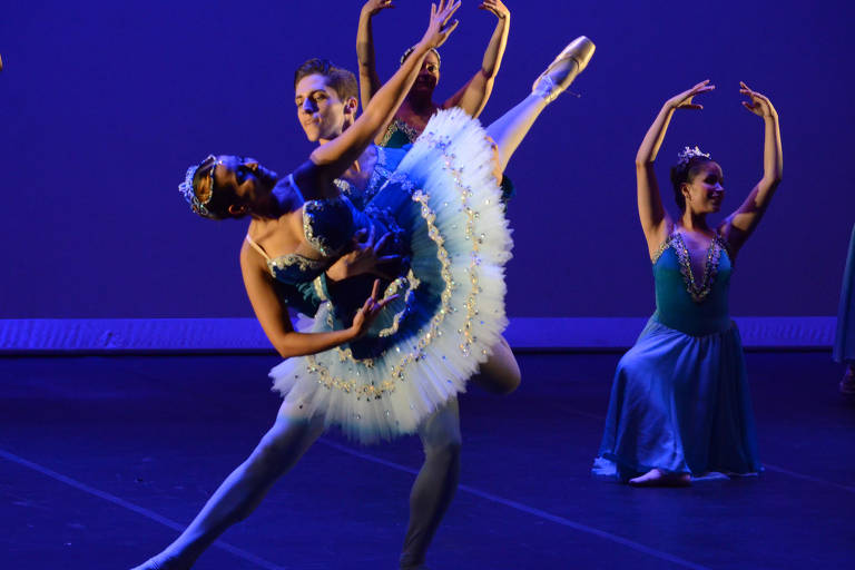 O elenco da companhia Ballet de Cegos